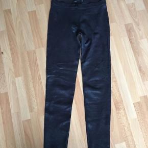 Fede sorte leggings / bukser med fin struktur. Sidder meget pænt på.