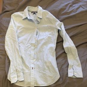 """Flot ternet skjorte """"fitted"""" model, ikke brugt, 100% bomuld Passer en str xs, str hedder 2"""
