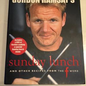 Gordon Ramsay's Sunday Lunch (Middag med familie og venner )  På engelsk - Inkl. DVD hvor Gordon laver Sunday lunch.  I alt ca. 136 opskrifter   256 sider - hardback - stort format.   Se også mine andre annoncer og spar evt. på portoen :)