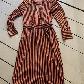 Super smuk kjole.  Brugt få gange nypris 1600kr