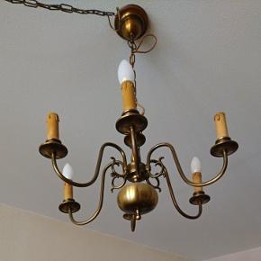 Lustre avec ampoule, effet bougie, idéal pour une déco vintage !