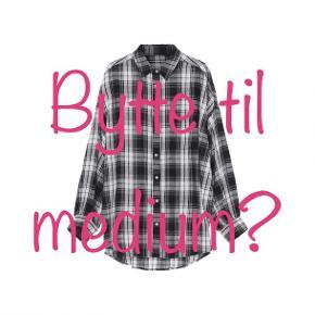 """Har købt denne """"cilla shirt long"""" fra Skall studio i en large, men må erkende, at den er lige stor nok. Bytter til et nummer mindre."""