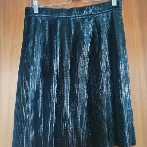 Meget smuk og speciel nederdel fra Designers Remix som aldrig har været brugt.