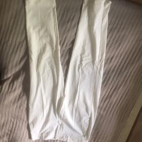 Hvide habbitbukser