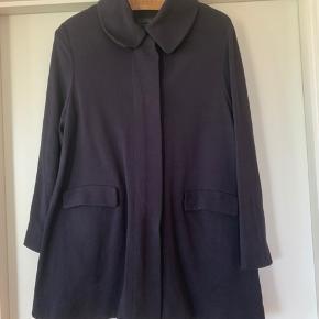 Super fin jakke fra COS som jeg desværre ikke får brugt. Kom med et bud 🌷