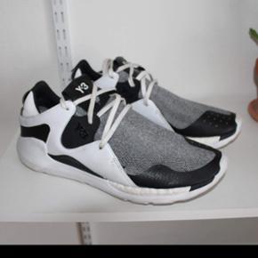 Y3 sko, som er brugt 5 gange. Fejler intet