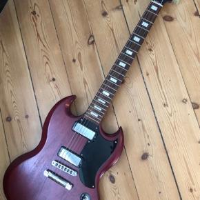 Sælger min flotte Gibson SG 2016 da jeg desværre ikke får spillet på den nok. Guitaren er købt tilbage i 2018 og er i perfekt stand.   Nypris var 6800 kr, kvittering haves.  Sælges til 4000 kr fast pris. (Desværre følger der ingen taske med)