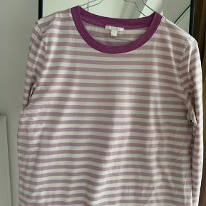 Fineste og blødeste lyselilla stribet trøje fra COS💜 Brugt max 2-3 gange.