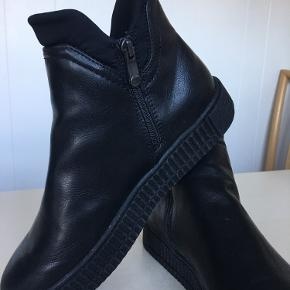Dejlig støvle sneakers fra Marco Tozzi brugt 1 gang, og fremstår som nye - se billeder  Prisen er fast