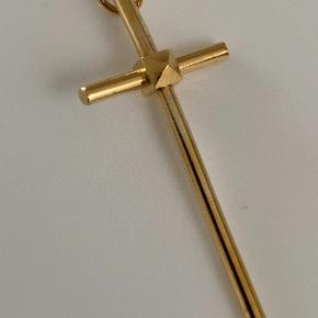 Det store kors fra Jane Kønig. God men brugt - stadig super fint... Længde 45 mm