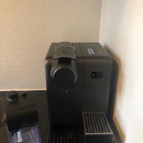Nespresso Lattisima Touch med automatisk mælkeskummer.  Købt i oktober 2017, men er stadig helt som ny. Afkalket jævnligt.  Ny pris 1900kr, men købt med rabat til 1400kr.   Byd gerne