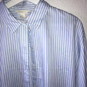 Rigtig fin blå stribede skjorte fra H&M i str 38!