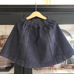 Klassisk nederdel fra Søstjernen. Brugt meget lidt! Helt som ny. 100 % bomuld. Nypris: kr 450,-  Køber betaler porto og evt gebyr  Handler gerne mobilepay