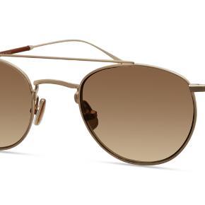 Sælger disse lækre og stilede solbriller fra det populære svenske modemærke - Modo Eyewear. De er aldrig brugt og står stadig på deres hjemmeside til 2120,- kr. (https://www.modo.com/brand/derek-lam/derek-lam-loraine-2/)   Byd!