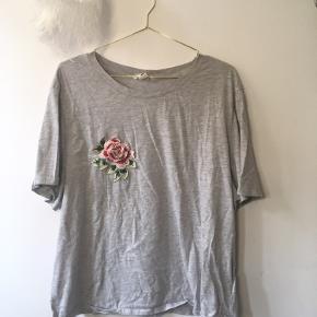 🌻Jeg sælger tæt på alt tøj til 10kr, i håb om at det finder et nyt hjem hurtigere. Kig forbi! 🌻