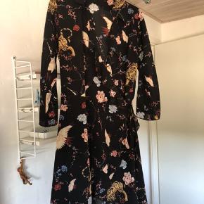 Neo noir slå om kjole