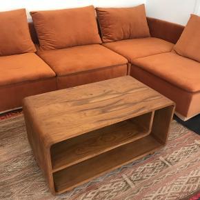Sofabord i flot teaktræ ❤️ Mål: 90L x 50B x 45H cm