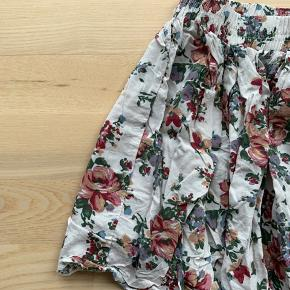 Used only a few times. Great soft summer skirt.