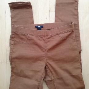 Mærke: H&M  Brune bukser Tynde jeans Str. 36