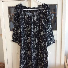Der står str. L i kjolen, men den er lille i str.