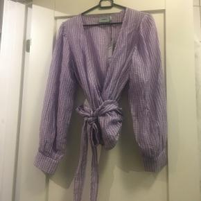 Fejlkøb. Derfor sælger jeg denne bluse fra Moves. Style name Patti. Den kan stadig købes i butikkerne.