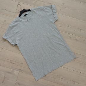 T-shirt, Moss Copenhagen, str. M, Grå, 100 % bomuld, Næsten som ny  En rigtig flot og smart T-shirt fra Moss Copenhagen i 100 % bomuld  Sender gerne hvis køber betaler fragt 37 kr