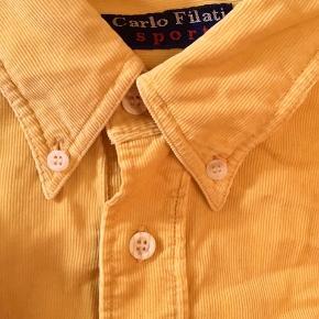 Flot gul fløjsskjorte, mega lækker at have på - jeg får bare aldrig brugt den 🐥
