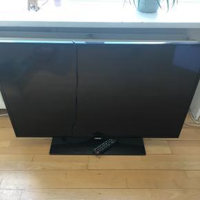 Rigtig fint Samsung tv. 4 år gammelt men fejler intet. Sælges pga sammenflyningen med kæreste. 400kr eller kom med et bud