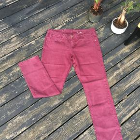 Bordeaux Jeans for everyday use.  Great fit for sneakers or boots.   Straight cut, good condition.