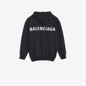 Sælger min balenciaga hoodie med lynlås, np 6000  Byd  Kvittering haves