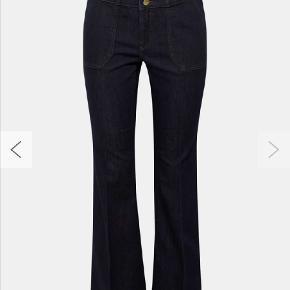 Har købt disse men de er for små.  Jeg er en str 42 og vil sige at det passer til en str 40. Men de passer perfekt i længden (jeg er 1,73 cm). Nypris 599 kr.