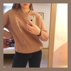 Fin sommerlig sweater fra Envii. Der er tegn på brug, men ellers er den af lækker kvalitet💓     #30dayssellout