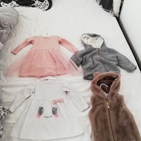 Pigetøj str. 86 sælges. Vest og grå overgangsjakke er aldrig brugt. Den hvide kjole er brugt og vasket nogle gange og den lyserøde kjole er brugt én gang. Altsammen i fin stand og sælges både samlet og hver for sig.