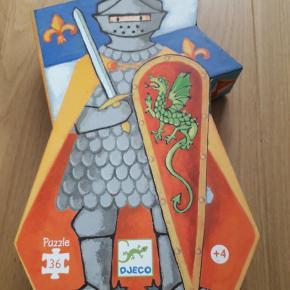 Silhuetpuslespil med ridder. 36 prikker. Æsken har aldrig været åbnet.