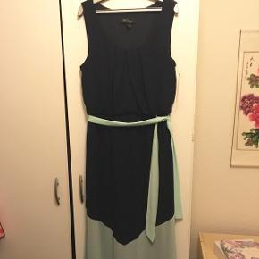 Maxi kjole, Købt i USA. Den er navy med mint forneden.Aldrig brudt, mærket sidder stadig på.  Kom med et bud.