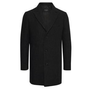 Super lækker Mantinique frakke i uld og cashmere  Nypris 2799,-   Frakken er kun brugt, lidt under 2 måneder, så den fejler absolut intet og er stort set som ny. Jakken komme fra et ikke ryger hjem.   Kom med et bud  Jakken kan sendes på købers regning eller afhentes i Aalborg