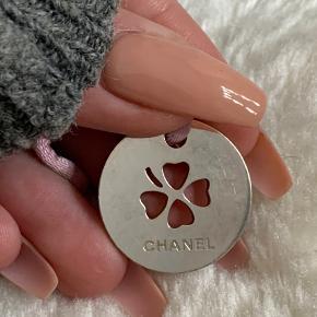 Chanel vedhæng til halskæde, fået i gave