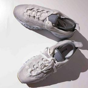 Acne Studios Manhatten Tumbled White Sneakers i str. 40. Aldrig brugt  Nypris 3400 Bytter ikke