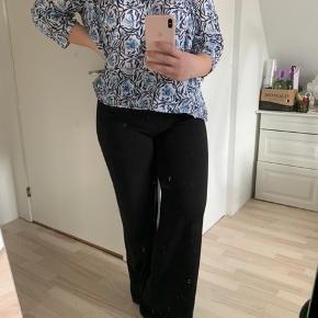 Trekvartærmet skjorte/tunika fra H&M i en str. 42, men den er meget stor i størrelsen
