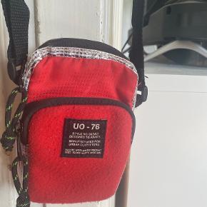 Urban Outfitters crossbody-taske