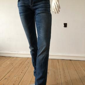 Smukke the skinny jeans fra Current Elliott. Brugte men fejler absolut intet.  Str 27/ small.  Byttes ikke.