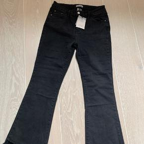 Super fed grå/sort jeans fra Piro.  Helt nye med mærke på.  7/8 længde med vidde så fede og super pasform.  Ny pris 600kr. Kom med bud.