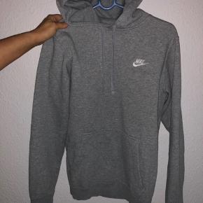 Står i god stand brugt en 5-10 gange fejler ingenting ingen flaws:) I alle kender den, en af de mest anvendte hoodie/hættetrøje   Har en masse til salg, mænd og unisex tag endelig et kig, det gratis;).