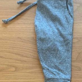 Så fine og meget anvendelige bukser fra Petit by Sofie Schnoor. Brugt 1 gang og er helt som nye.  Nypris: 200,-