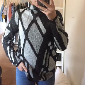 Fin sweater fra Only. Brugt få gange. Størrelse m, men passer også en small.
