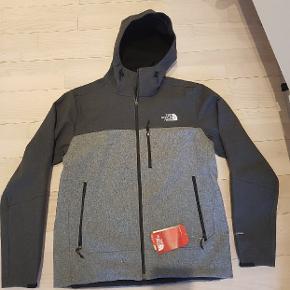 Ny The northface jakke. Købt for stort helt ny. Tags sider stadig i. Str l købt for 1100 kr Mp 700 plus porto