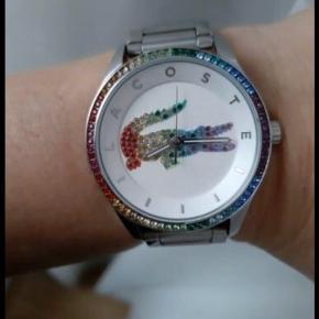Lacoste ur  i stål, lænke er tilkøbt til, men har aldrig fået gået med det. Ingen æske , ingen garanti bevis .  Nypris 2300kr   Har en masse til salg, mænd og unisex tag endelig et kig, det gratis;).