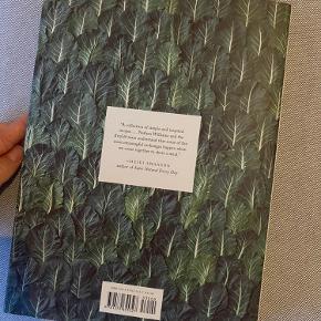 Helt ny coffee table book sælges, da den ikke kan returneres.   Kan afhentes i kgs lyngby eller sendes på købers regning 😌  Obs: sælger flere coffee table books på min side 😌
