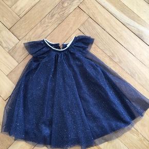 Smukkeste lille stjerneskud af en kjole! Perfekt til fest eller bare leg 💫Køber betaler porto og jeg sender fra dag til dag 📬