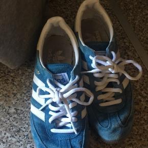Et par fede Adidas special. Næsten ikke brugt. De er kun brugt få gange indendørs.